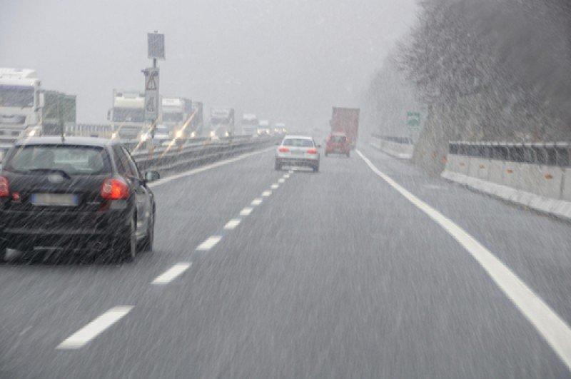 Debido al mal tiempo, se aconseja circular preferentemente por carreteras principales y autopistas. #shu#
