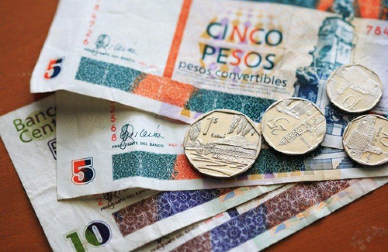Billetes y monedas del peso convertible, usado por los turistas en Cuba desde 1994.