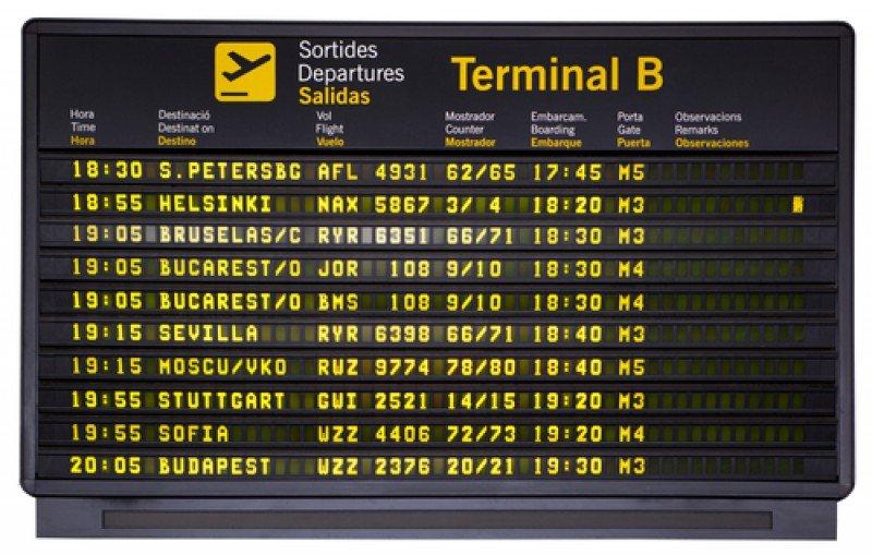 Panel de salidas en el aeropuerto de Barcelona. #shu#