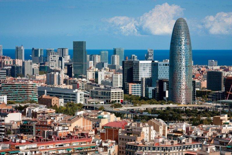Los espacios de Airbnb en Barcelona albergarán en Nochevieja a 8.000 clientes. #shu#