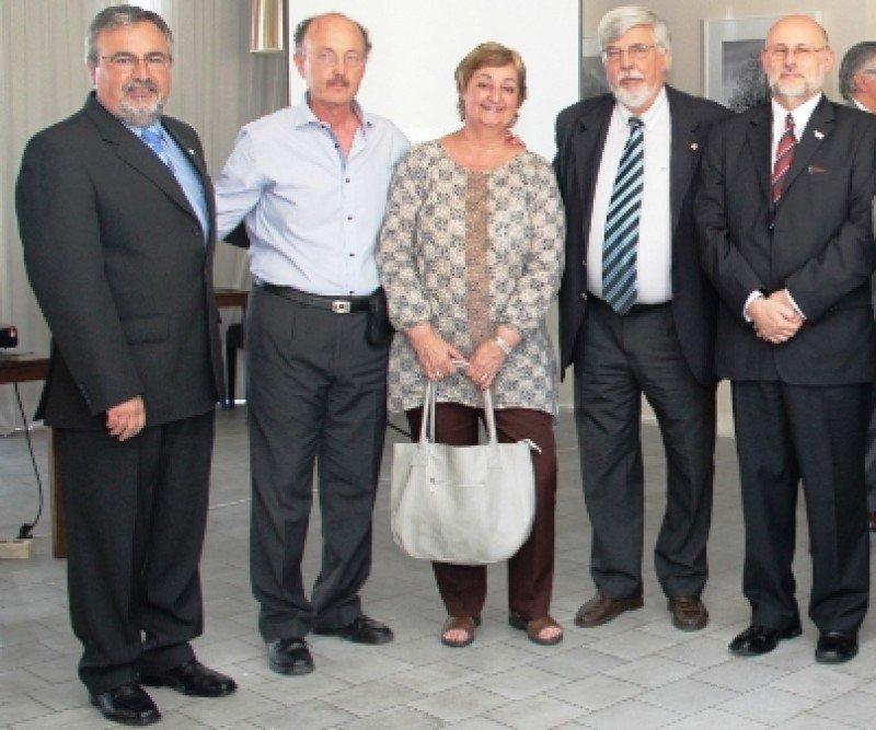 Autoridades de AHRU junto a ministros Bonomi y Kechichián y Luis Polakof, de la Intendencia de Montevideo.