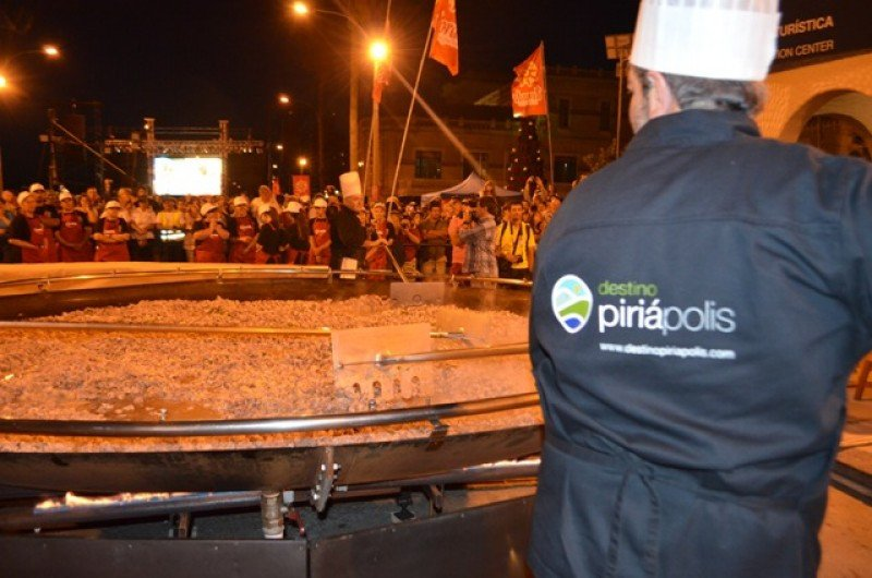 Paella gigante, una tradición de Piriápolis.