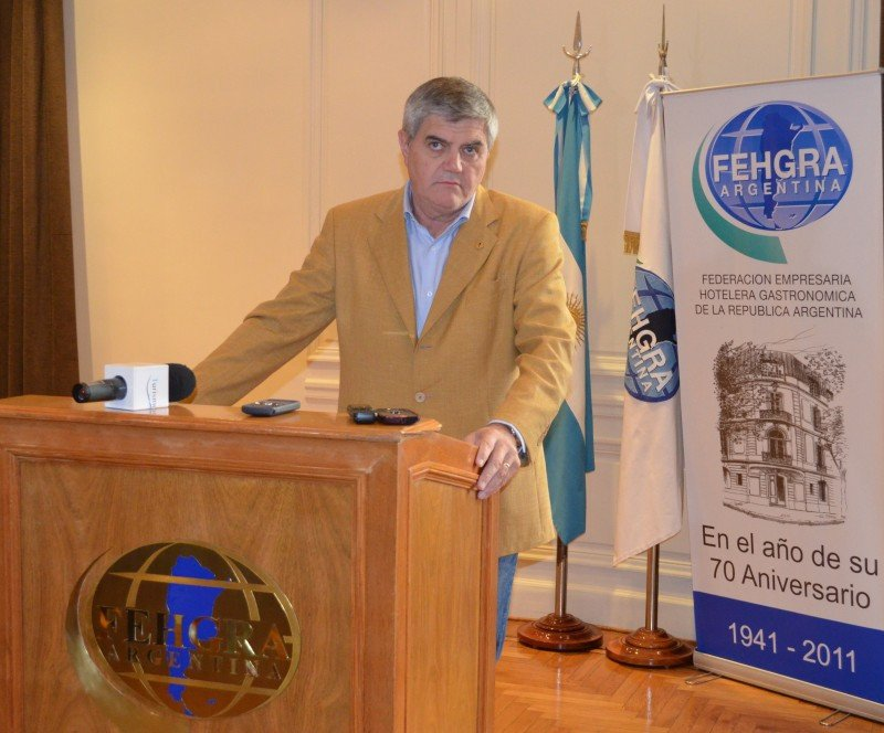 Roberto Brunello, presidente de FEHGRA durante el brindis de fin de año.