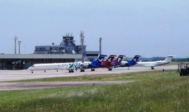 Aviones Bombardier de la ex Pluna en el Aeropuerto de Carrasco.