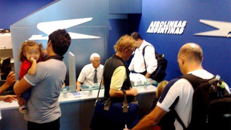 Aerolíneas no deben pedir CUIL a menores que viajen fuera de Argentina.