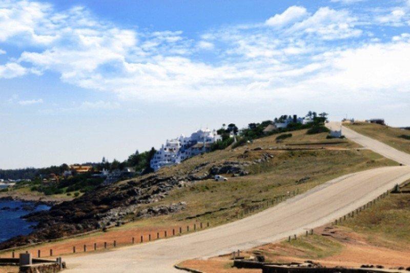 La venta de terrenos en lugares como Punta Ballena financiará el fideicomiso del proyectado Centro de Convenciones. #shu#
