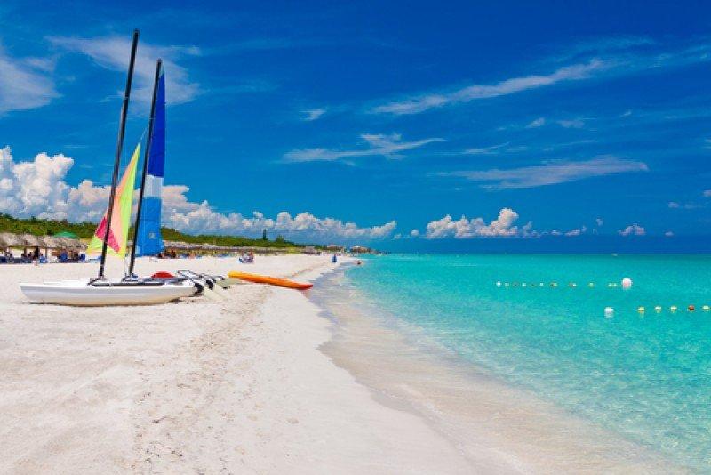 Autoridades cubanas trabajan para mantener el nivel de las playas afectadas por la erosión. #shu#
