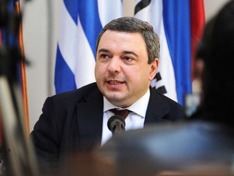 Mario Bergara designado ministro de Economía tras renuncia de Lorenzo.