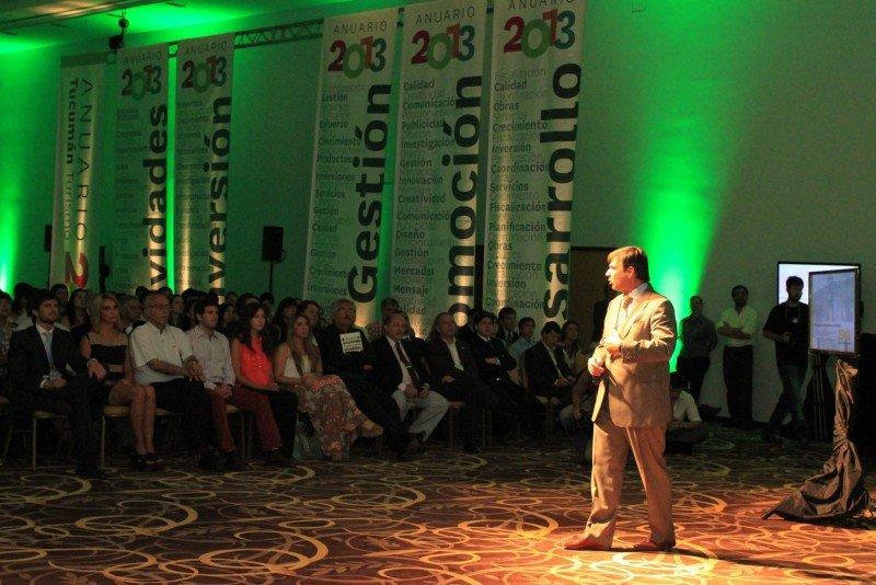 Bernardo Racedo Aragón presentó el anuario 2013.