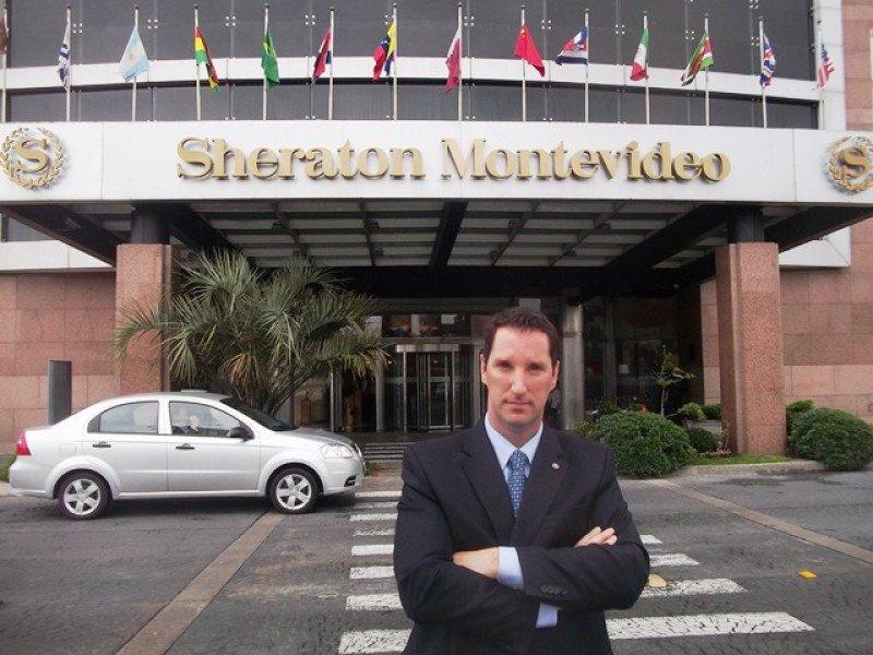 Roy Davies: 'No somos un hotel solamente para extranjeros'.