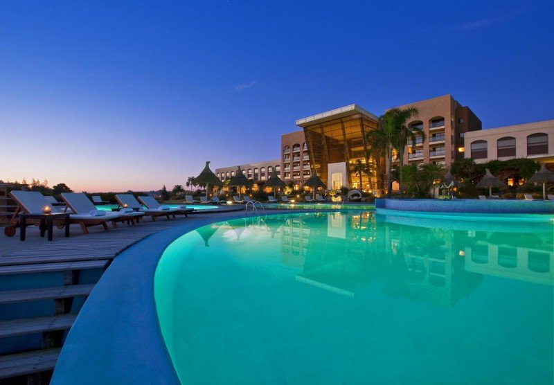 Sheraton Colonia, un resort con cancha de golf.