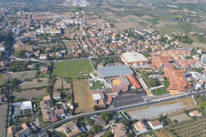 El Granada Palace se enclava en un complejo de ocho hectáreas con capacidad para albergar a 8.000 congresistas y hasta con una plaza de toros.