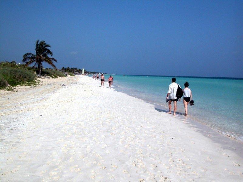 Nuevo record de turistas llegados a Cuba en 2013