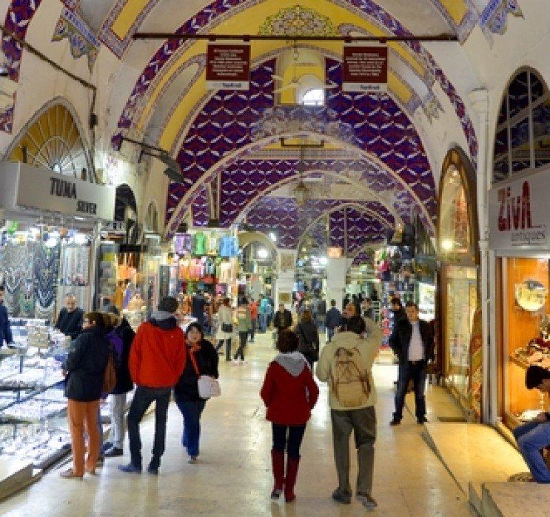 Turistas en el Gran Bazar de Estambul. #shu#