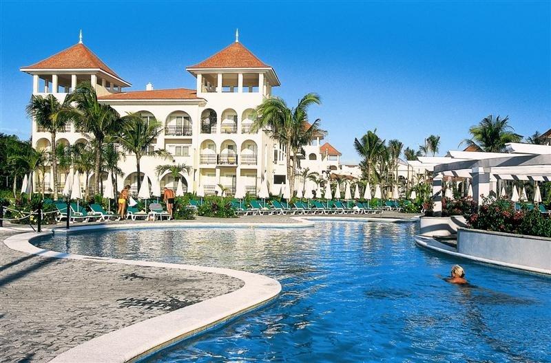 El Riu Palace México, en Playa del Carmen, ha sido distinguido como el hotel número uno del país por los HolidayCheck Awards.