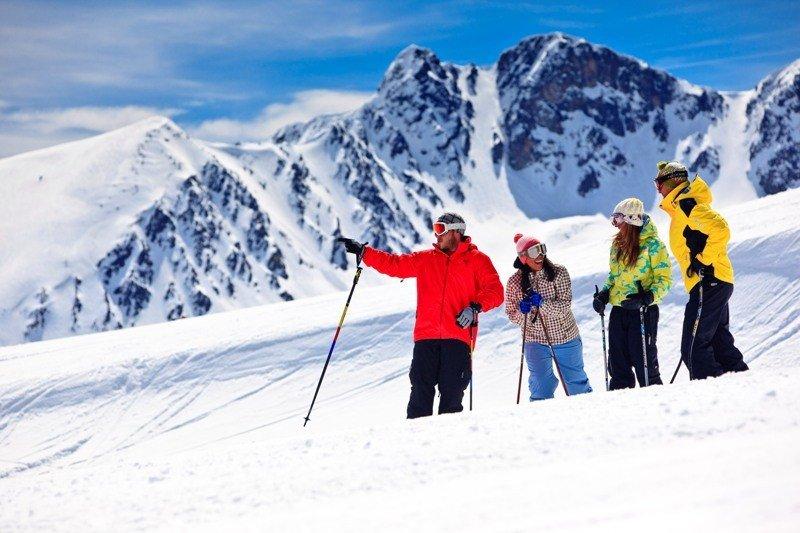 Esquiadores en Grand Valira, Andorra.