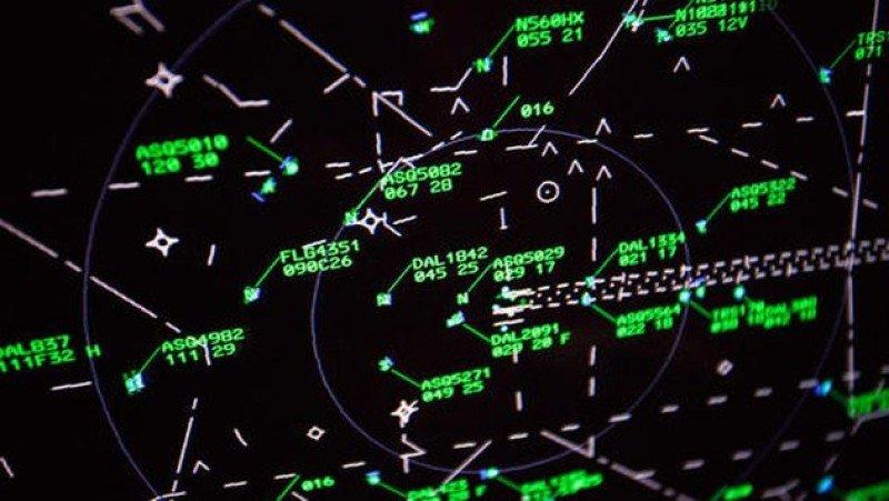 Desvían vuelos de un aeropuerto alemán por la presencia de un objeto volador que no fue identificado auqnue aparecía en los radares.