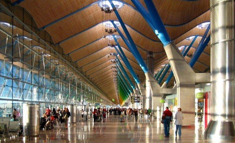 Los aeropuertos españoles pierden en 2013 siete millones de usuarios