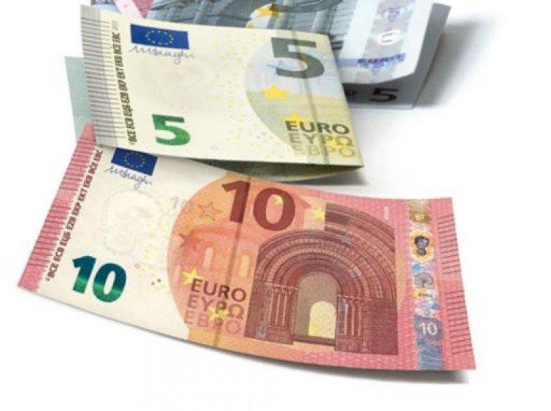 Los billetes de 5 y 10 euros han sido los primeros en ser renovados, doce años después de la introducción de la moneda única.
