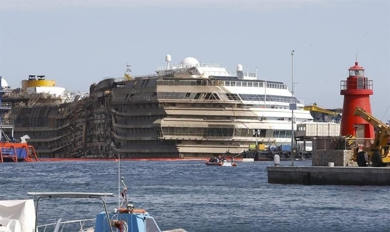 El Costa Concordia será remolcado para su desguace en junio