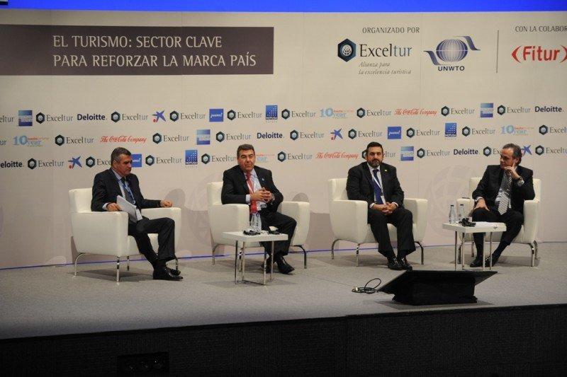 De izq. a dcha, Adolfo Utor, Carlos Bertomeu, Alex Cruz y José María González, en la mesa redonda en la que participaron en el Foro Exceltur.