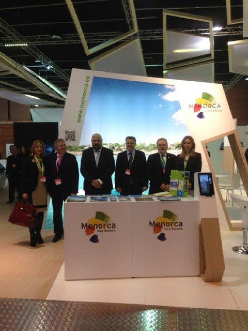 La delegación Menorca con representantes del Govern balear.