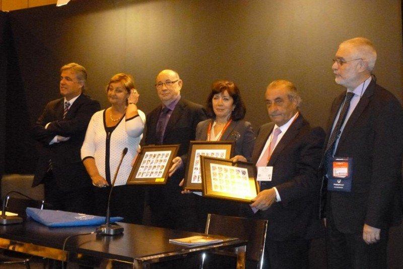 Acto de Uruguay celebrado en Fitur, donde se reconoció la labor de Air Europa y Hosteltur en apoyo al sector turístico uruguayo.