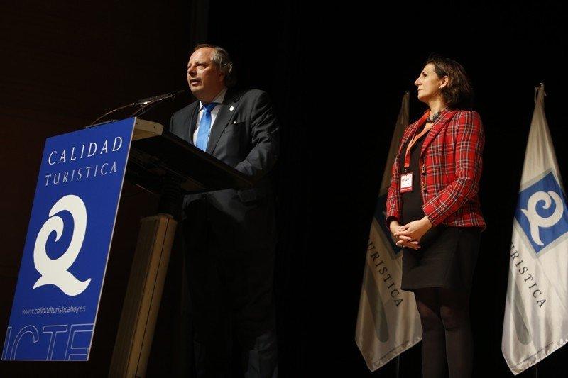 Miguel Mirones e Isabel Borrego, en la entrega de los premios ICTE que se organizó en el marco de Fitur.