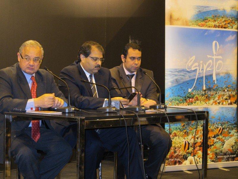 El ministro de Turismo de Egipto, Hisham Zaazou, a la izquierda.
