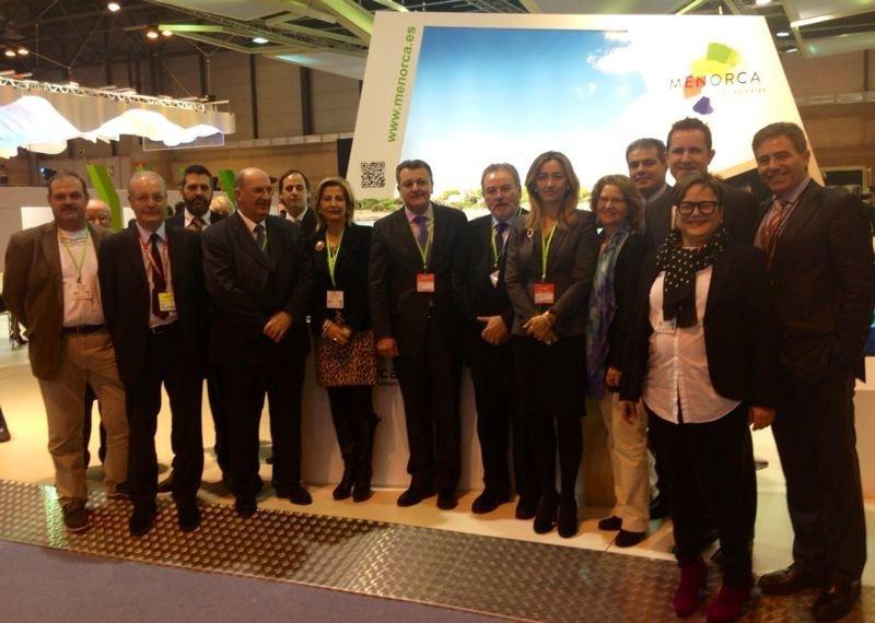 Empresarios menorquines junto a los representantes del Consell Insular en Fitur.