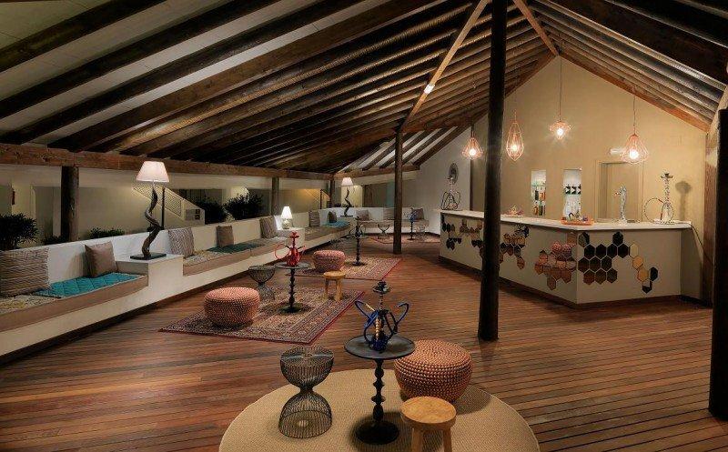 En La Haima los huéspedes pueden relajarse y disfrutar de un té o un cóctel al atardecer.