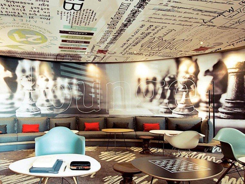 En las nuevas zonas comunes de los Ibis el espacio se fusiona en uno solo, ofreciendo nuevas experiencias al cliente.