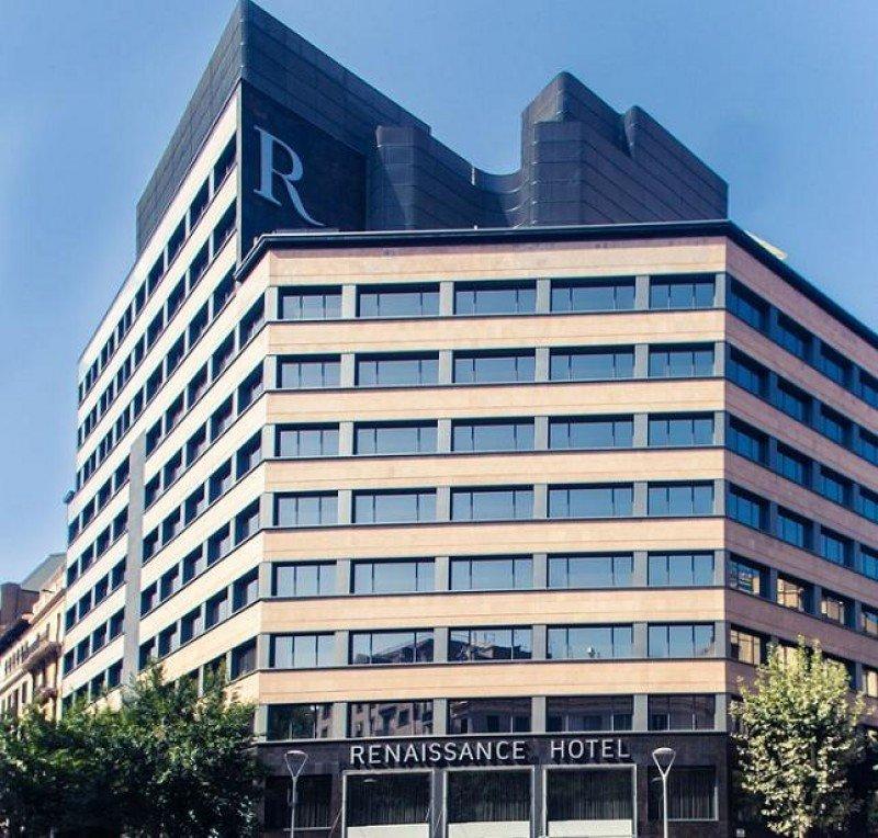 El hotel Renaissance Barcelona ha pasado a ser propiedad del ejército de Qatar, aunque seguirá gestionado por Marriott.