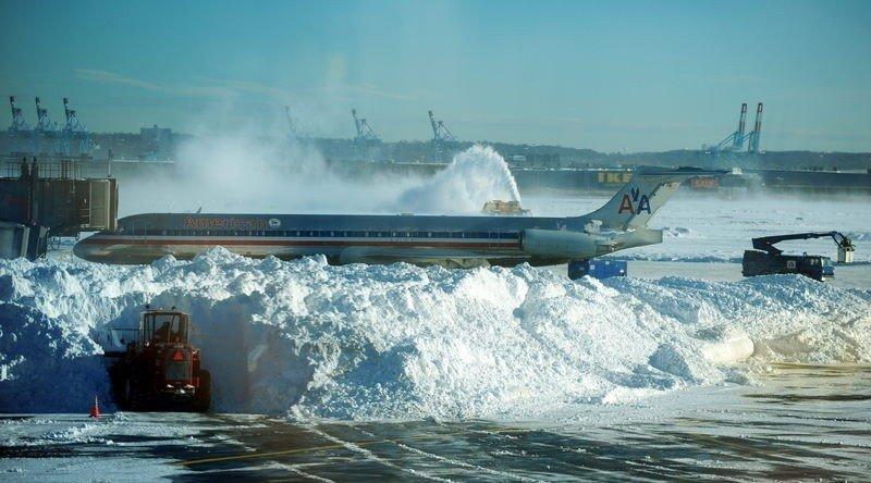 Cancelan 3.500 vuelos en EE.UU. por una tormenta de nieve