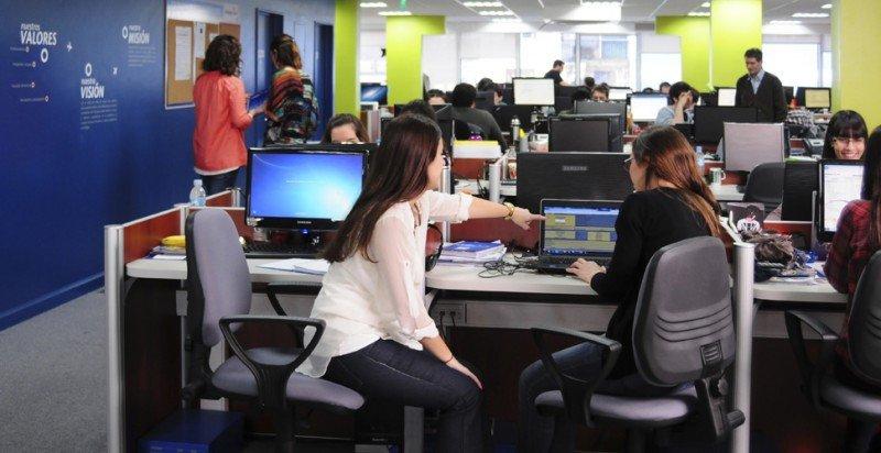 La agencia habría abierto un call center en Colombia donde pagan la mitad del sueldo a sus empleados.