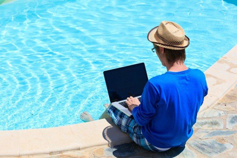 Un tercio de los empleados chequea sus mails laborales en vacaciones. #shu#