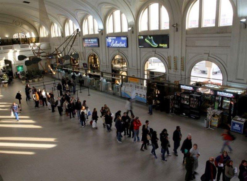 Terminal de Buquebus en el puerto de Montevideo.