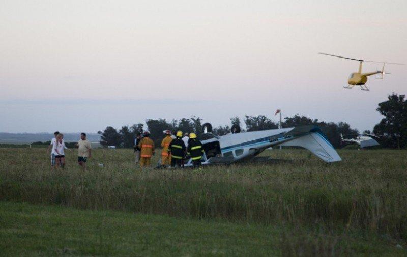 Sólo uno de los seis tripulantes sufrió heridas de consideración. Foto: Juan Marra, El Observador.