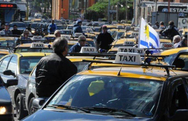 Paro de taxistas en Montevideo por mejoras salariales