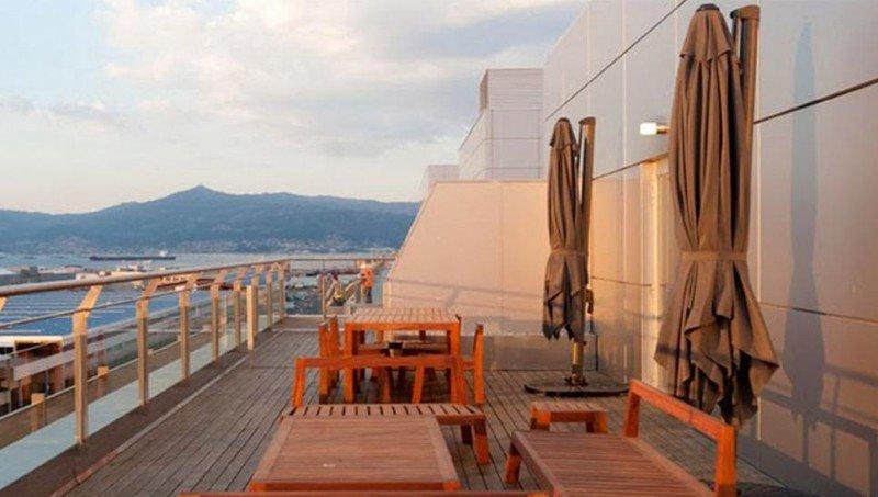 El Eurostars Mar de Vigo ofrece vistas al puerto y a la ría.