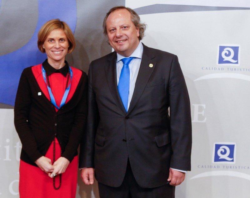 La Secretaria de Turismo de la Xunta de Galicia, Nava Castro, y el presidente del ICTE, Miguel Mirones.