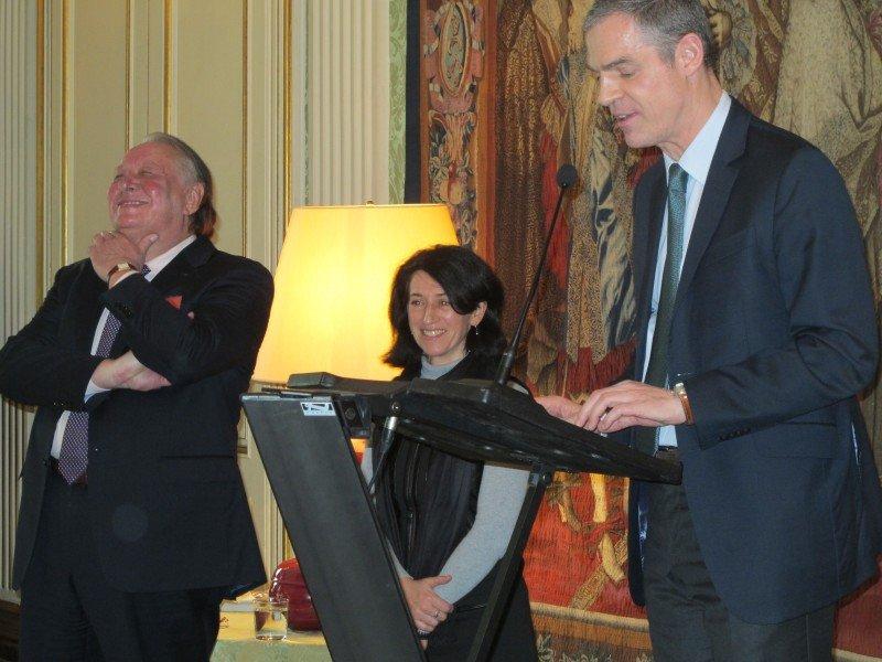 De izquierda a derecha: Patrick Goyet, Dominique Maulin, y el embajador de Francia, Jerôme Bonnafont.