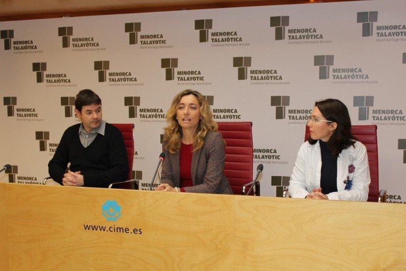 La consellera presenta 'Menorca Slow' con dos representantes del sector.