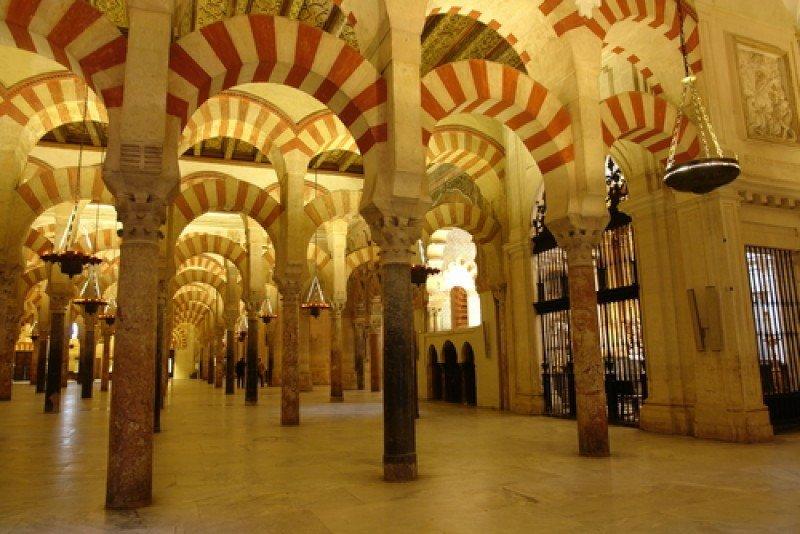 La Mezquita de Córdoba, uno de los principales puntos de interés para los viajeros musulmanes que visitan España. #shu#
