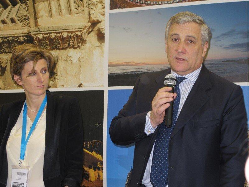 Antonio Tajani participó en la inaguración de la feria y más tarde estuvo presente en una presentación de Sicilia.