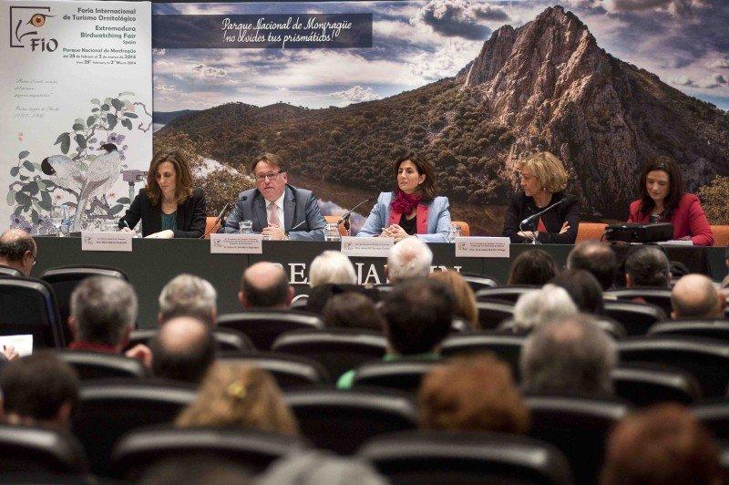 Víctor del Moral estuvo acompañado en la presentación por la secretaria de Estado de Turismo, Isabel Borrego; la directora general de Turespaña, Marta Blanco;   la consejera de Empleo y Turismo de la Comunidad de Madrid, Ana Isabel Mariño, y la directora de Turismo de Extremadura, Elisa Cruz.