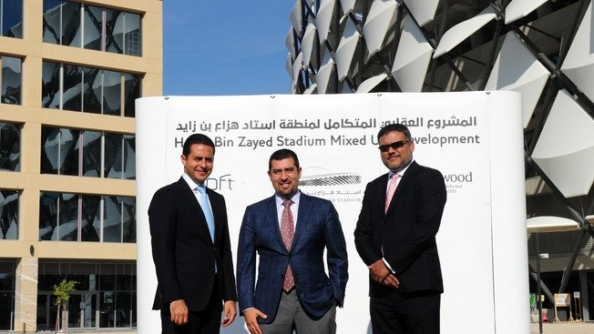 Ramzy Fenianos (Starwood Hotels and Resorts), Kareem Hassan Nagi (Al Ain Club Investment Company) y Neil George (Starwood Hotels and Resorts)