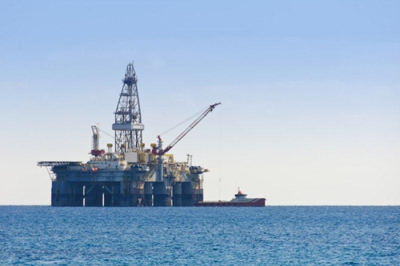 Plataforma marina de extracción de petróleo. #shu#