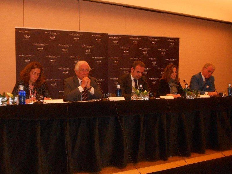 De izq. a dcha, la autora del estudio, Carlos Espinosa de los Monteros, Gabriel Escarrer, Marta Blanco y José Luis Zoreda, en la presentación del estudio.