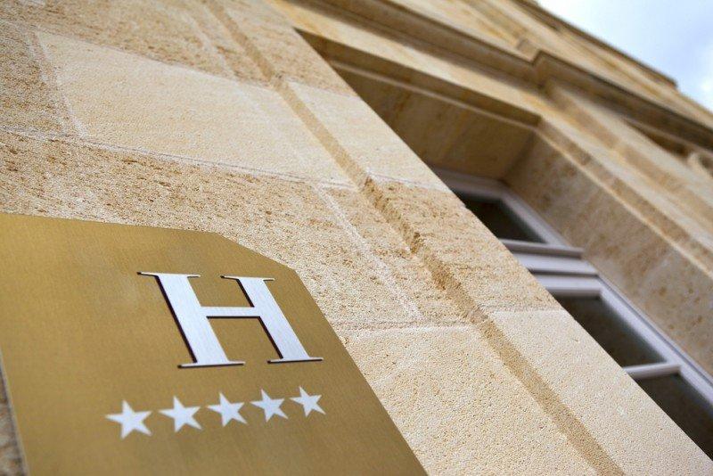 La ley canaria limita la autorización de nuevas instalaciones hoteleras únicamente a los hoteles y apartamentos de 5 estrellas o categoría superior. #shu#